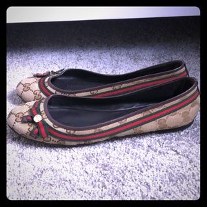 Authentic Gucci bow flats with red green stripes